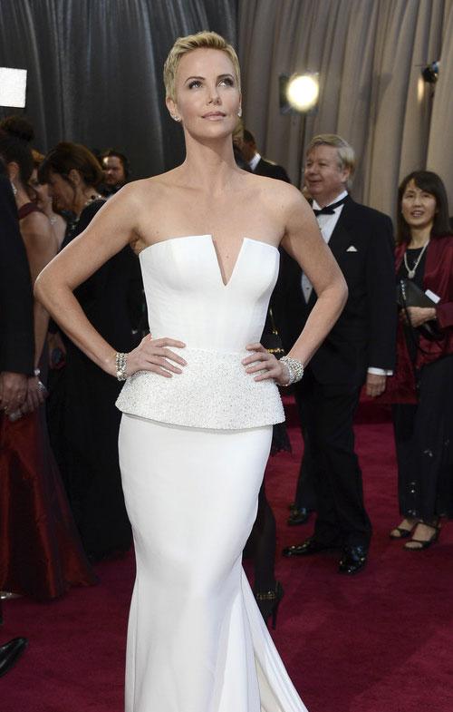Charlize+Theron+Oscars+2013+Christian+Dior+5