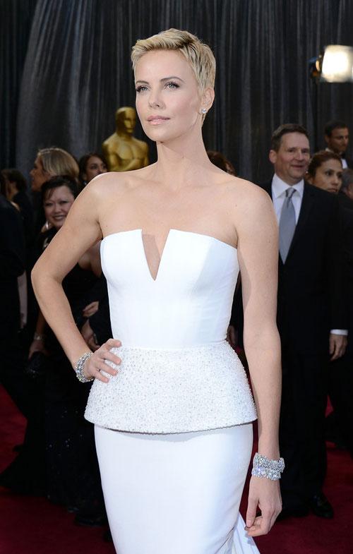 Charlize+Theron+Oscars+2013+Christian+Dior+7