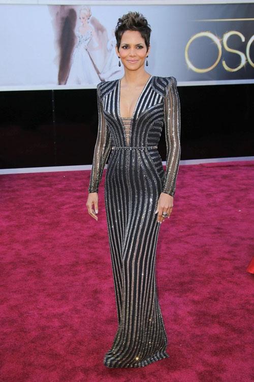 Halle+Berry+Oscars+2013+Versace+1