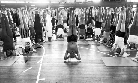 Crowd of yoga enthusiasts doing headstands at Iyengar yoga convention in London