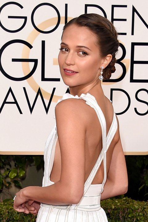 alicia-vikander-golden-globes-beauty-1
