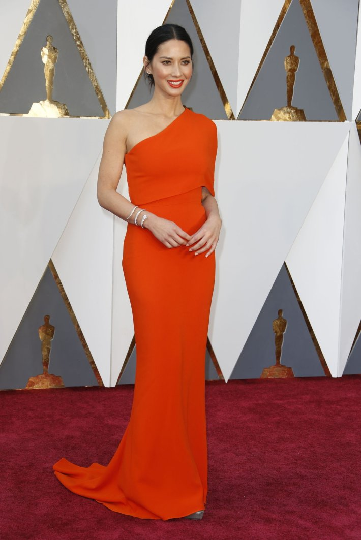 oscars-red-carpet-1386-olivia-munn-superJumbo